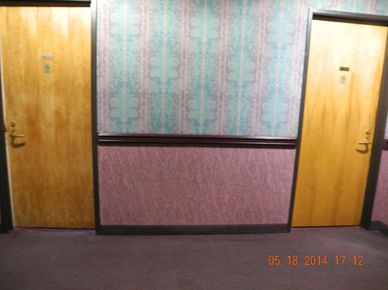 Split Rock Resort & Golf Club: The main door and the lockout bedroom door