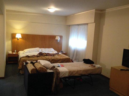 Aspen Suites Hotel: Estava bagunçado por nos, mas é lindo o quarto e sempre bem arrumado.