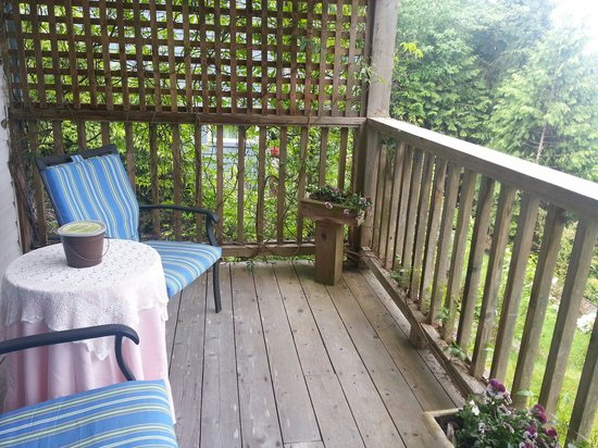 Sechelt Inlet B&B: Maple suite balcony