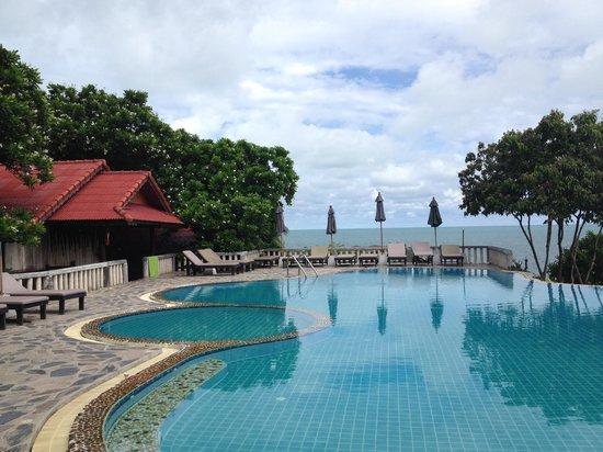 High Life Bungalow Resort: La piscina