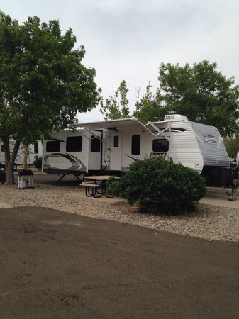 American RV Park: Plenty of room ! and parking is nice and level