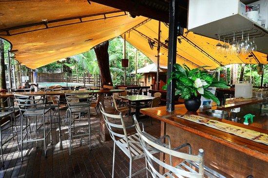 Cape Trib Beach House: Bar