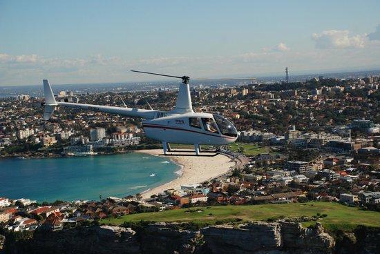 Sydney Helitours : R44 over Bondi Beach