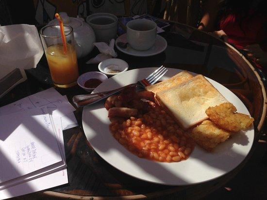 Downtown Siem Reap Hostel: morning breakfast