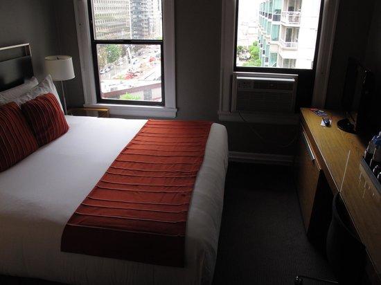 Hotel Max: tiny room