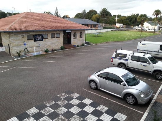 Motel Sierra: Carpark View