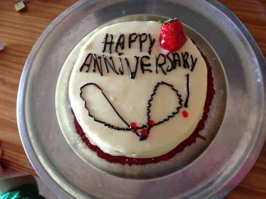 St. Nicolas Bay Resort Hotel & Villas : Anniversary cake delivered to our room on our wedding anniversary