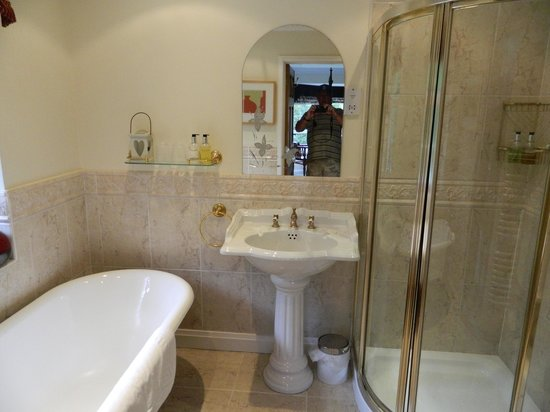 Windbrake House : mulberry bathroom