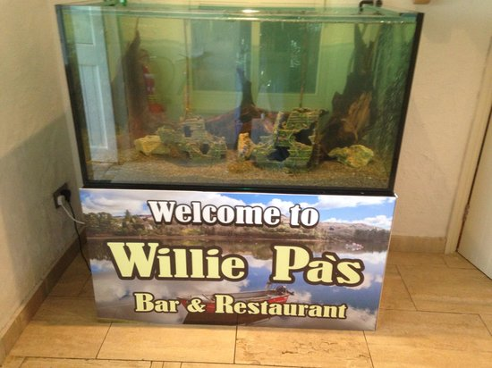 Willie Pa's Bar & Restaurant : Fish tank
