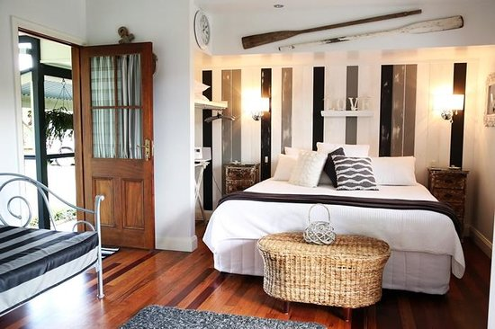 Allara Homestead Bed & Breakfast: King/The Country Boatshed