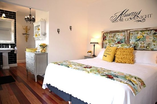 "Allara Homestead Bed & Breakfast: King/Delux - ""The French Nest"""
