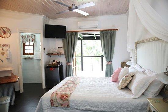 """Allara Homestead Bed & Breakfast: Queen/ensuited - """"Vintage Rose"""""""