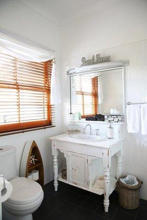 "Allara Homestead Bed & Breakfast: ""The Country Boatshed's Bathroom"""