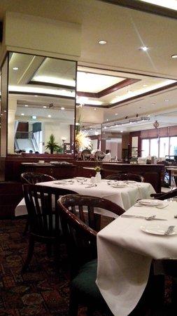 The Sultan Hotel & Residence Jakarta: Resto di Lagoon