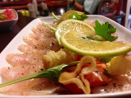 Pura Vida Sushi & roots bar: Tiradito de robalo.....