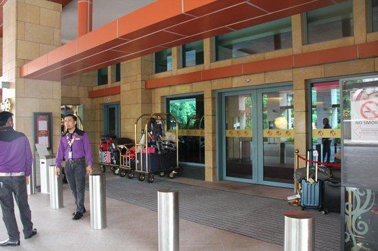 Hard Rock Hotel Singapore: Lobby