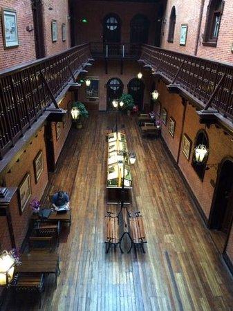 Astor House Hotel: The inner foyer