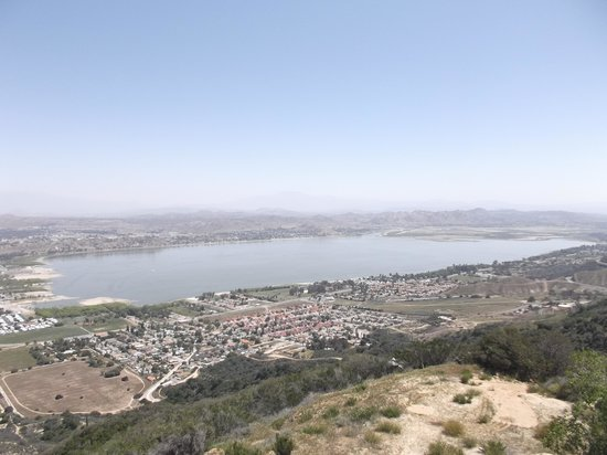 The Lookout Roadhouse : Lake Elsinore from up there !