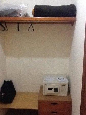 Hotel Riviera Aracatuba: gaveteiro e cofre disponível no quarto