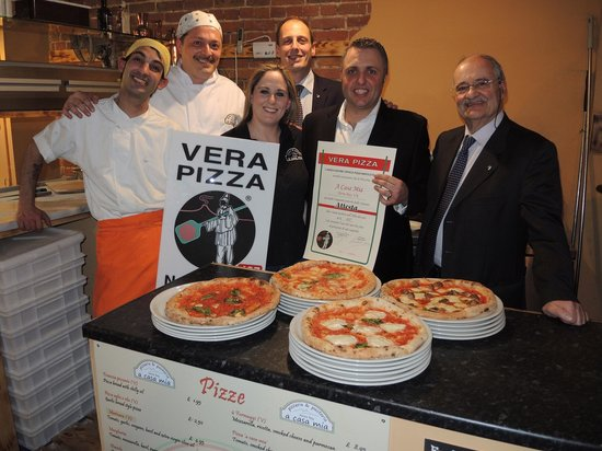 A Casa Mia: True Neapolitan pizza association award