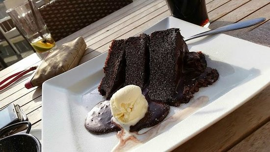 Missoula Montana Bar & Grill: BEST CHOCOLATE CAKE EVER!