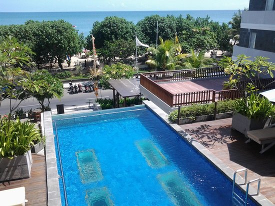 Wyndham Garden Kuta: view from seaview balcony
