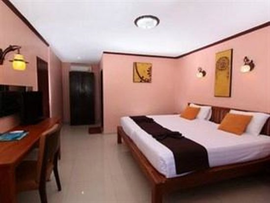 Coral Island Resort: Beach Deluxe Room