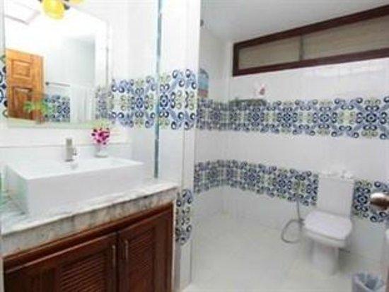 Coral Island Resort : Beach Deluxe Room