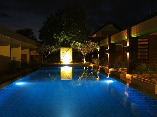 Griya Asri Hotel : pemandangan kolam renang