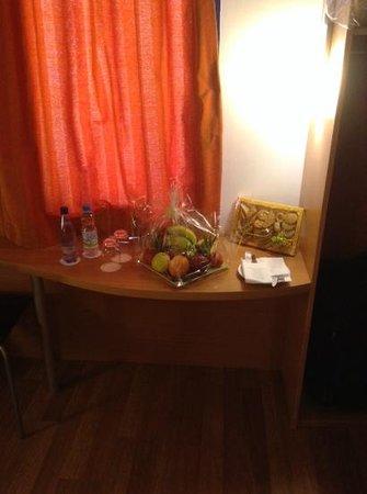 Ibis Meknes Hotel: Willkommensgruß im Zimmer.