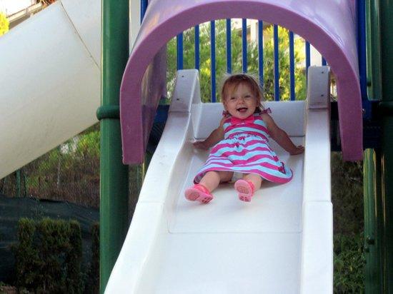 Family Life Avenida Suites: Playground