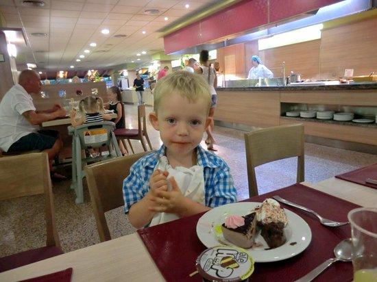 Family Life Avenida Suites: Dinner