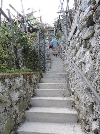 Ravello Rooms: Stairs from the street