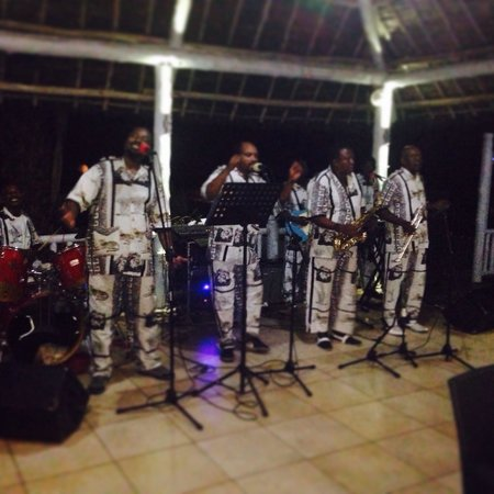 Karambezi Cafe : Live band on Saturdays