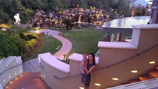 Four Seasons Hotel Westlake Village : Overlooking the amazing waterfall!!