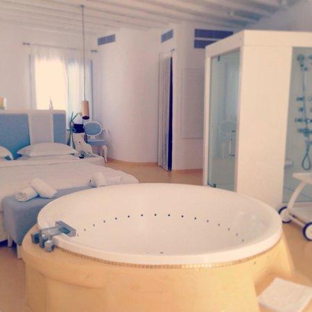 Mykonian Mare Luxury Suites Hotel: A honeymoon suite