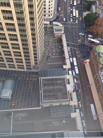 Hilton Sydney: noisy fans under our window