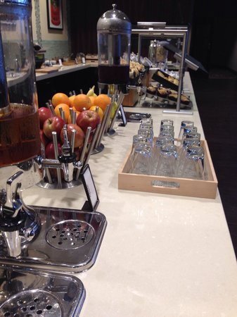 Hilton Albany : Juices and fruits