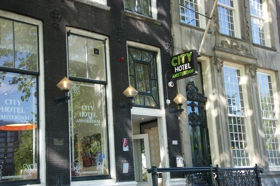City Hotel Amsterdam: entrée sur la rue