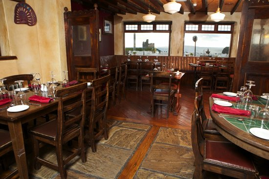 McMunns Restaurant : Overlooking the Castle Green