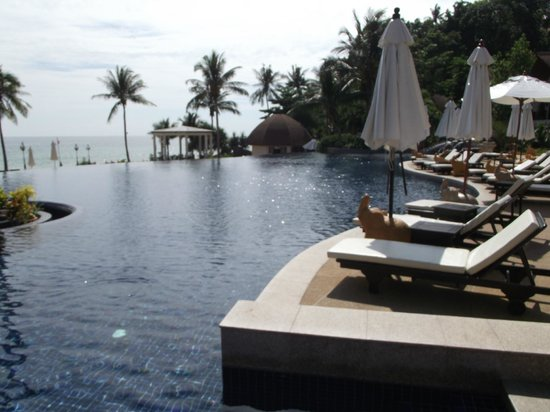 Rawi Warin Resort & Spa: The infinity pool