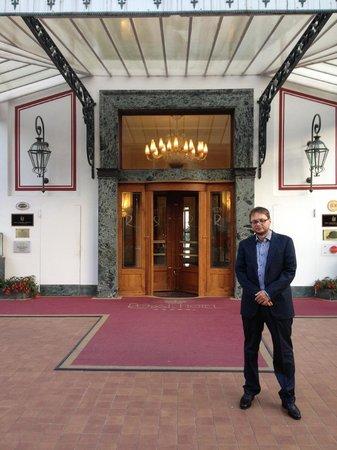 Royal Hotel Sanremo : вход в отель