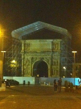 Arco di Traiano : L'arco in ristrutturazione