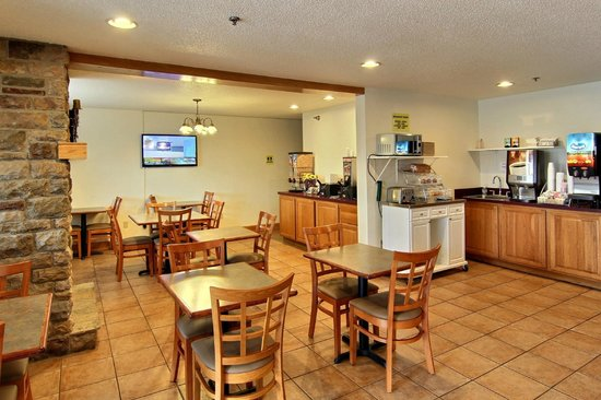 Days Inn & Suites Traverse City: Breakfast Room