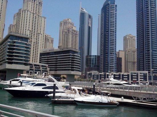 Dubai Marina Yacht Club: Outside