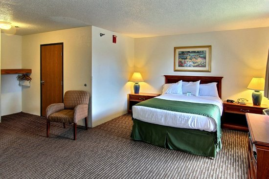 Boarders Inn and Suites Traverse City, MI: Boarders Inn & Suites