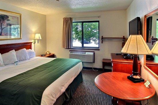 Days Inn & Suites Traverse City: Single King
