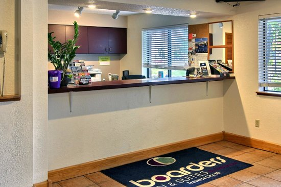 Boarders Inn and Suites Traverse City, MI: Looby