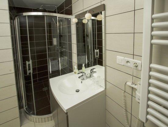 Hotel Le Divona: douche