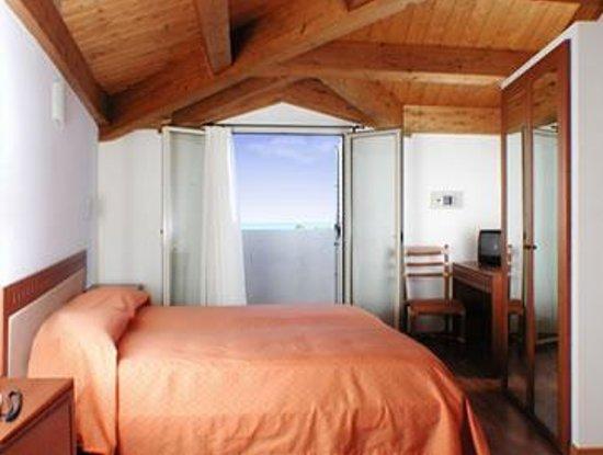 Hotel Escorial: Camera vista mare